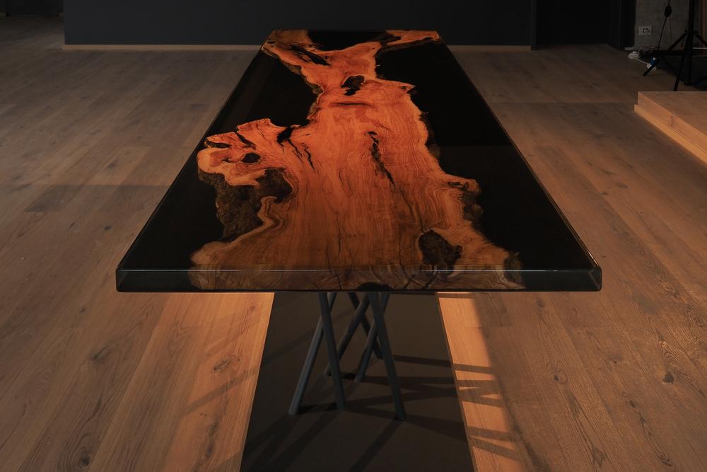 stół z Żywicą