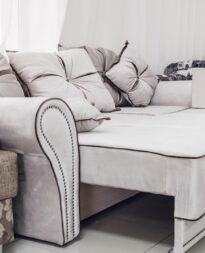 rozkładana sofa do salonu